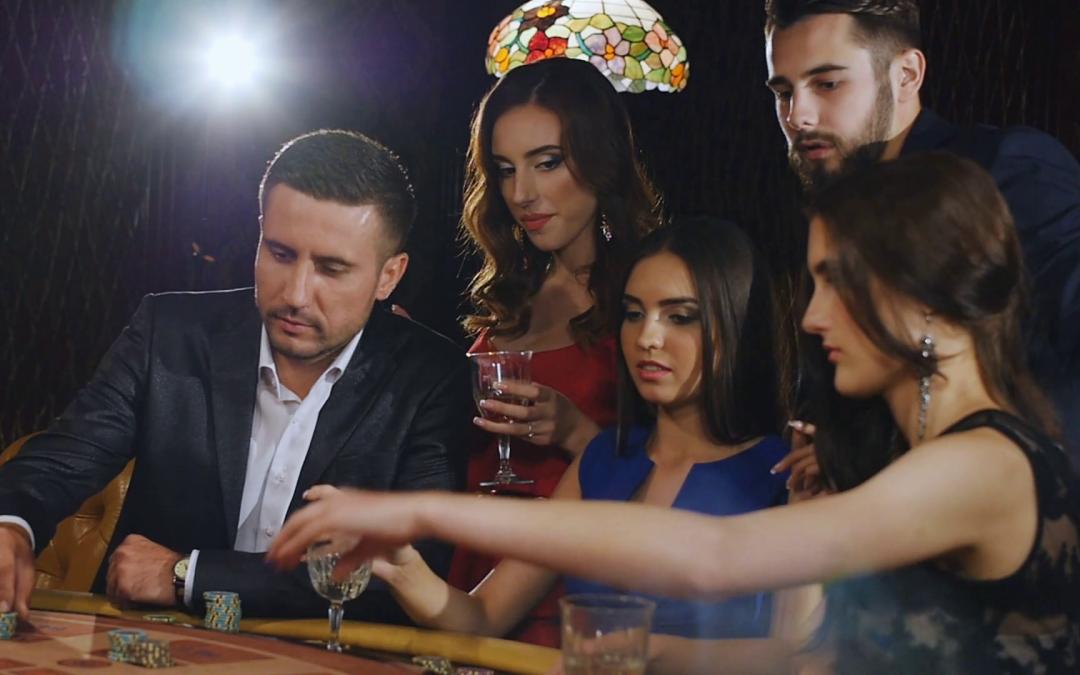 Jak zorganizować imprezę kasynową w domu?